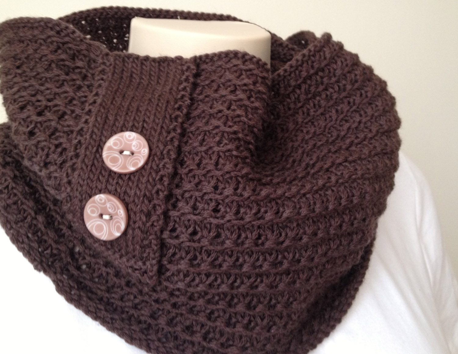 Knitting Pattern Cowl Scarf : New knitting pattern cowl : Chocolate Cowl Deux Brins de Maille