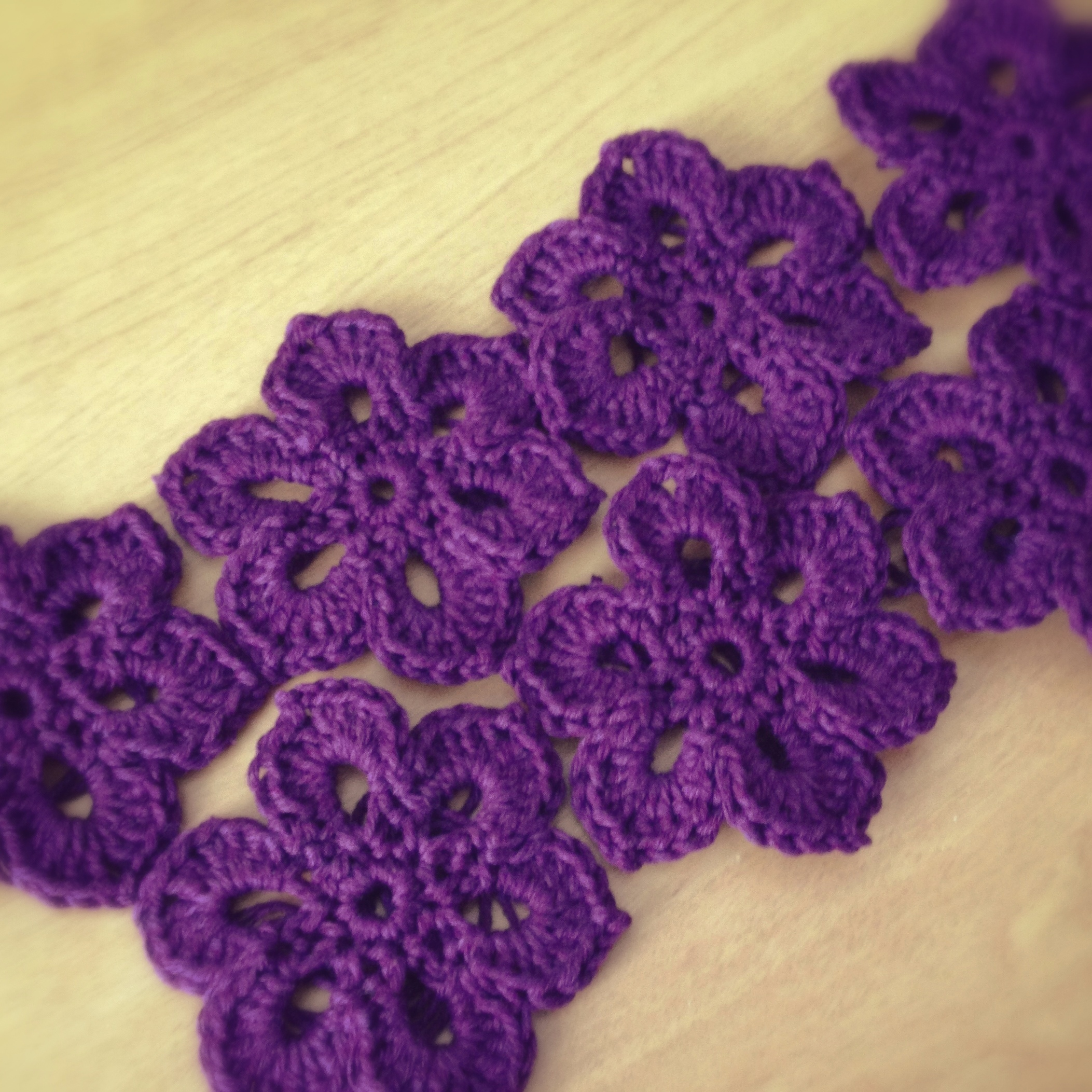 How To Crochet A Scarf : Crochet Motif Flower for Scarf Deux Brins de Maille