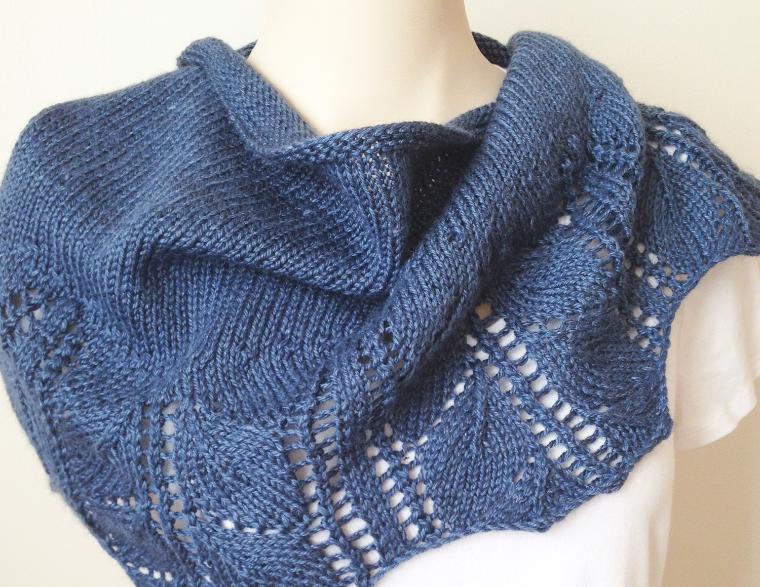 New Knitting Pattern : Leaves Shawl